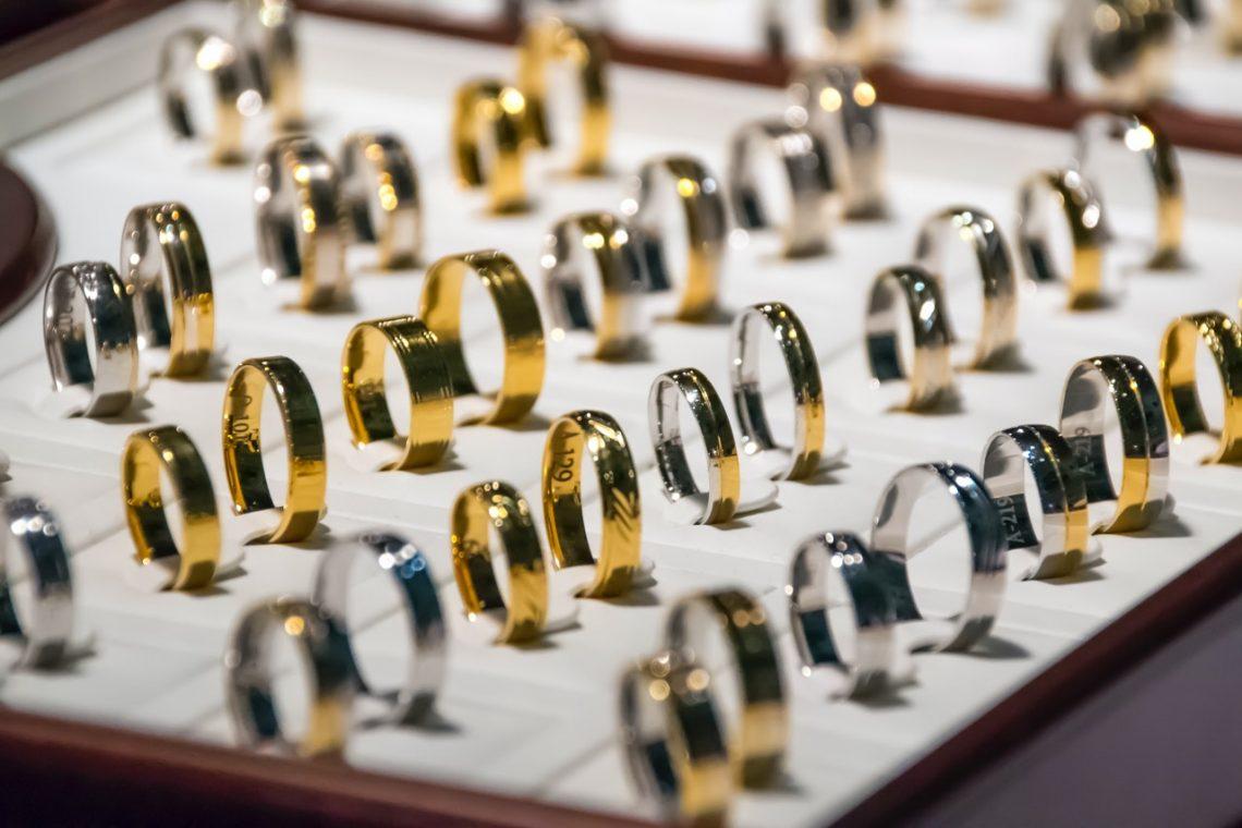 Des boucles d'oreilles en argent, l'art de les choisir et de les porter